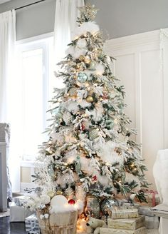 This white Christmas tree looks like it was just pulled from a winter wonderland! It's simply decorated & has elements of a white Christmas. So pretty!