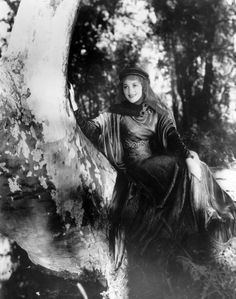 Still of Olivia de Havilland in The Adventures of Robin Hood - one of the most beautiful actresses of the 1930's