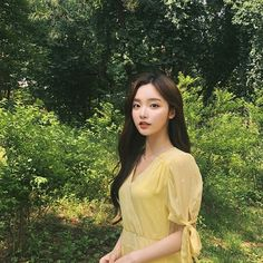Image may contain: one or more people, people standing, tree, outdoor and nature Pretty Korean Girls, Cute Korean Girl, Pretty Asian, Cute Asian Girls, Beautiful Asian Girls, Mode Ulzzang, Ulzzang Korean Girl, Kim Na Hee, Cute Korean Fashion