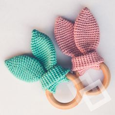 Dutch version of bunny ear crochet teether pattern Love Crochet, Crochet For Kids, Diy Crochet, Crochet Baby Toys, Baby Rattle, Crochet Projects, Diy And Crafts, Crochet Patterns, Knitting