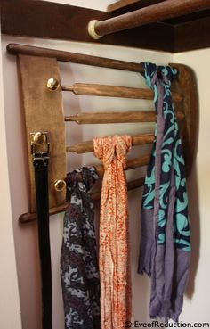 Aha,a scarf rack. DIY scarf rack from old chair Scarf Rack, Scarf Holder, Scarf Belt, Belt Holder, Scarf Necklace, Chair Ties, Chair Backs, Repurposed Furniture, Diy Furniture