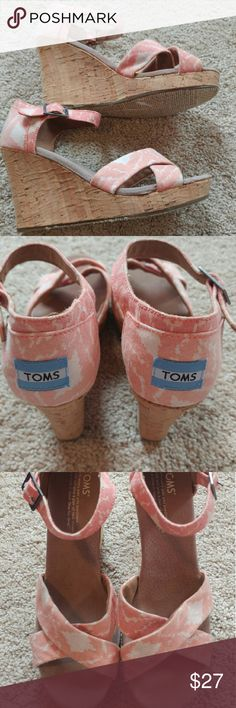 Toms Canvas Cork Strappy Wedge Sandals SZ 7.5 Toms pink and white canvas ankle strap wedge sandals size 7.5 in great used condition. Gently used no flaws aside from normal light wear. TOMS Shoes Wedges