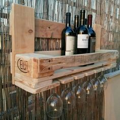 Salmaso on Wladir Salmaso on Homemade Furniture, Diy Pallet Furniture, Wooden Projects, Woodworking Projects Diy, Pallet Crafts, Diy Pallet Projects, Diy Cooler, Rustic Wine Racks, Wine Rack Wall