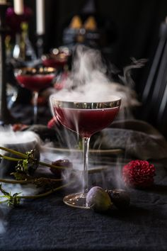 What's better than a Halloween party? A witch-themed Halloween party, of course. Featuring black cats, pointy hats and beguiling brews, here are some ideas. Halloween Cocktails, Halloween Dinner, Halloween Table, Craft Cocktails, Halloween Witches, Holiday Cocktails, Halloween 2018, Happy Halloween, Halloween Decorations