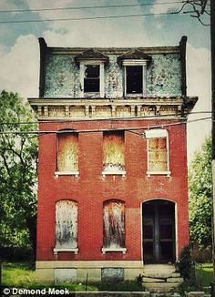 asdf....I live in a house on Salisbury St. In STL from age 5 till I got married that was very much like this one.