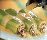 Κολοκυθάκια γεμιστά με κιμά ρύζι και κρέμα αυγολέμονο Pickles, Cucumber, Chicken, Meat, Ethnic Recipes, Foods, Food Food, Food Items, Pickle