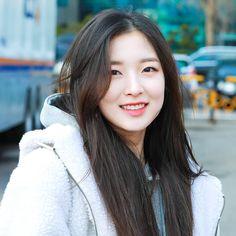Arin Oh My Girl, Girl Standing, Jena, Korean Girl, Girl Group, Strong, Kpop