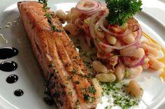 Salmon grelhado com salada de grãos e redução de menta - Menu Verão - Fornecido por Gastrolândia