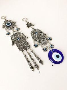 Cute Jewelry, Jewelry Box, Hand Jewelry, Hamsa Art, Greek Evil Eye, Gold Wedding Favors, Hand Of Fatima, Evil Eye Charm, Plastic Jewelry
