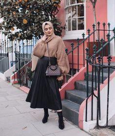 32 Ideas For Fashion Hijab Casual Dresses Muslim - Muslim Fashion Modest Clothing, Modest Dresses, Modest Outfits, Trendy Outfits, Fall Outfits, Casual Dresses, Winter Outfits Korea, Street Hijab Fashion, Muslim Fashion