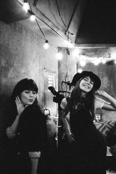 jenny lewis and zooey deschanel... Omg I wish I could be inserted into this photo!