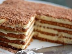 This no cook dessert is a favourite of mine. The biscuits used are 'Morning coffee' or 'Marie biscuits'. You can also use the LU Cookies or Rich Tea Biscuits that can be bought… Oreo Desserts, No Cook Desserts, Rich Tea Biscuits, British Biscuits, Food Cakes, Marie Biscuit Cake, Marie Biscuit Pudding, Marie Biscuits, Cookie Recipes