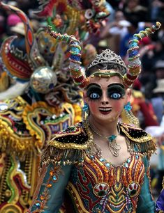 Marked by folk dance, parades and more cultural activities, the three-day Carnival of Oruro in Bolivia started on Saturday with fanfare and feasts. Black Eyed Peas, Samba Dance, Bolivia Travel, Mardi Gras Parade, Folk Dance, Beautiful Costumes, World Cultures, South America, Latin America