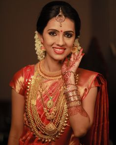 South Indian bridal look Kerala Bride, South Indian Bride, Indian Bridal, Long Pearl Necklaces, Gold Necklace, Necklace Set, South Indian Jewellery, Indian Jewelry, Kerala Jewellery