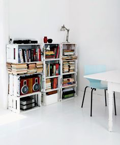 Diy bookcase made of white painted crates Wooden Box Shelves, Bookcase Shelves, Shelving, Bookcases, Dark Interiors, Colorful Interiors, Furniture Makeover, Diy Furniture, Cafe Interior