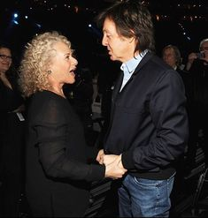 MusiCares Person Of The Year Carole King with Paul McCartney at the Annual GRAMMY Awards on 26 January 2014 in Los Angeles Paul Mccartney And Wings, Photo Souvenir, Les Beatles, Carole King, Sir Paul, Odd Couples, The Monkees, Iconic Photos, Ringo Starr