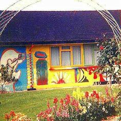 Acid house: George and Patti Harrison's psychedelic crash pad Patti Harrison, George Harrison, Acid House, Beverly Hills, Liverpool, Rock Music History, Pattie Boyd, The White Album, Dangerous Minds