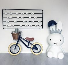 Banwood Miffy Schmatzepuffer Miffy Lampe, Nursery, Design, Straight Lines, Main Hoon Na, Decorating, Creative, Nice Asses, Baby Room