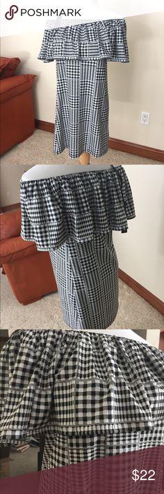 """🌺 Gingham Off-Shoulder Dress 🌺 🌺 Gingham Off-Shoulder Dress 🌺 Black and White.  Elastic Shoulder. Top to Hem:  29"""" H&M Dresses Strapless"""