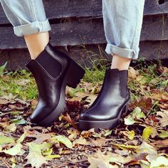 Fashion blogger Kate wearing our chunky ankle boots with rolled up jeans for a stylish look #ShoeZone #fashion #fashionblogger #fashionbloggeruk
