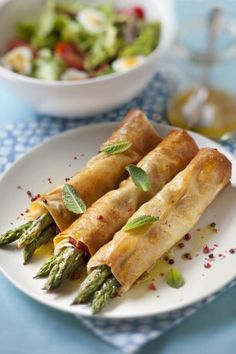 On adore cette recette facile et rapide pour l'apéro ou l'entrée de croustilla… We love this easy and quick recipe for the aperitif or the appetizer of crispy asparagus, found on Marmiton Appetizer Recipes, Appetizers, Healthy Drinks, Healthy Recipes, Good Food, Yummy Food, Cooking Time, Finger Foods, Food Inspiration