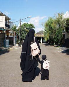 Arab Girls Hijab, Muslim Girls, Muslim Couples, Muslim Women, Father And Girl, Mother Daughter Fashion, Hijab Niqab, Muslim Hijab, Hijab Style