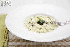 Excelente y sabroso risotto estilo griego, elaborado a base de queso feta, aceitunas negras y yogur griego. Cremoso y exquisito al paladar.