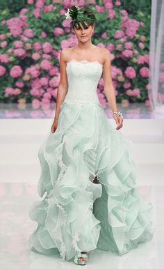 Your Jubilee: Trend Tuesday: Colored Wedding Dresses Green Wedding Dresses, Wedding Mint Green, Bridal Dresses, Wedding Gowns, Bridesmaid Dresses, Vestidos Color Menta, Long Hair Wedding Styles, Mint Dress, Beautiful Gowns