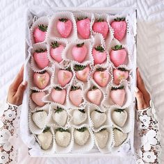 """6,220 Likes, 82 Comments - Megan Hess (@meganhess_official) on Instagram: """"LOOK AWAY if you've given up sugar!!!! Love these chocolate covered strawberries from @thetiafox"""""""