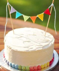 deco gateau anniversaire facile - Je fouine, tu fouines, il fouine...  nous fouinons Cranberry Sangria, Cranberry Cheesecake, Cranberry Meatballs, Baby Boy 1st Birthday Party, Birthday Cakes, Refreshing Drinks, Vanilla Cake, Cake Recipes, Yummy Food