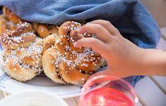 Bullar med kanel och kardemumma | Fredriks fika Fika, Pretzel Bites, Doughnut, Hamburger, Bread, Sweet, Desserts, Candy, Tailgate Desserts