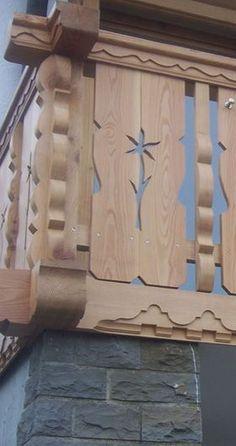 Porch Balusters, Wood Railing, Railings, Door Design, House Design, Barbecue Garden, German Houses, Cabin Decks, Balcony Railing Design