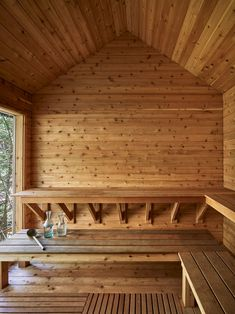 Bunkhouse getaway with barn-like design in rural New York Sauna House, Sauna Room, Building A Sauna, Diy Sauna, Sauna Design, Design Design, Indoor Sauna, Cedar Bench, Structural Insulated Panels
