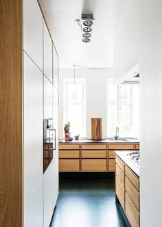 We have crafted this kitchen in oak wood for a private apartment in Copenhagen. Model Lundgaard Tranberg kitchen by Garde Hvalsøe Wooden Kitchen, Kitchen And Bath, New Kitchen, Home Room Design, House Design, Made To Measure Furniture, Kitchen Installation, Scandinavian Kitchen, Bespoke Kitchens