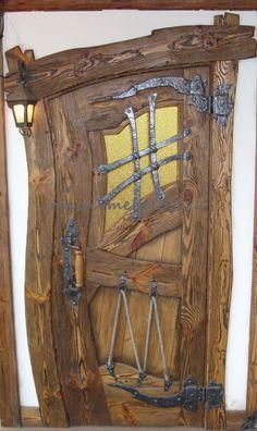 Мебель на заказ в Москве из сосны,дуба:Дверь под старину на заказ в Москве