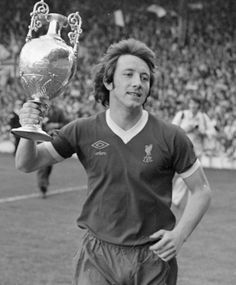 Happy birthday to a tough-tackling #LFC legend, renowned for his ferocious shooting ability - Jimmy Case is 60 today! pic.twitter.com/FY9wgSMRcG
