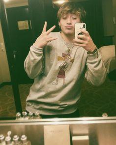 Díganle a Helga Pataki que soy su fiel admirador y su fan número unoide jeh, me gusta su merch jeh.  #thelifeofpaulo  #leonesconflow  Ph:… Freestyle Rap, Perfect Boy, My Crush, My King, Hollywood Stars, Handsome Boys, Shawn Mendes, Celebrity News, Rapper