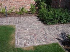 Gardening Decor – Make your garden beautiful Driveway Paving, Garden Paving, Bonsai Garden, Garden Paths, Driveway Repair, Yard Stones, Stone Patio Designs, Front Path, Holland