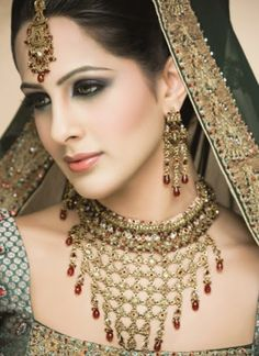 Cosmetic Fashion: Indian Make Up Styles