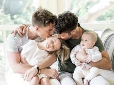 Check out Pictures of Nate Berkus Son - Oskar Brent Berkus latest photos. Fans are quite crazy when it comes to the cuteness of Nate Berkus Son baby Oskar. Tumblr Gay, Nate And Jeremiah, Pregnant Man, Couple With Baby, Gay Aesthetic, Lgbt Love, Dad Baby, Nate Berkus, Cute Gay Couples