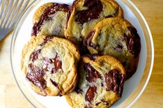 the consummate chocolate chip cookie, revisited – smitten kitchen Popular Cookie Recipe, Soft Cookie Recipe, Cookie Recipes, Cookie Bakery, Gourmet Cookies, Fluffy Chocolate Chip Cookies, Easy To Make Cookies, Sugar Free Baking, Choco Chips