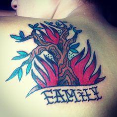 代表家人の樹枝 聽說媽媽叫金枝爸爸叫明烽 這樣懂了ㄇ #tree#Branch#fire#family#Insidethebody#old#school#tattoo#90'#ink#studio
