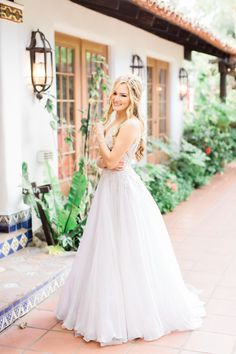 Gorgeous OMG wedding dress: Photography: Koman - http://komanphotography.com/