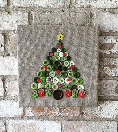 Etsy の Christmas burlap button tree art by TheBlueBootTX Christmas Button Crafts, Christmas Buttons, Christmas Projects, Winter Christmas, Holiday Crafts, Christmas Holidays, Christmas Decorations, Christmas Ornaments, Christmas Ideas
