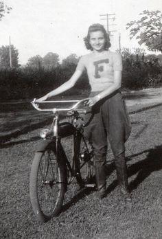 VIntage cyclist: cool jumper. Zalbum by Zaz Databaz, via Flickr