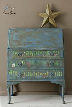 Annie Sloan | Inspiration | Frottaged Bureau How-to with Chalk Paint® and the Annie Sloan Trees Stencil