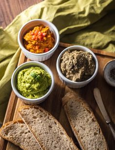 Variációk vegán pástétomra Tahini, Palak Paneer, Vegan, Ethnic Recipes, Food, Red Peppers, Essen, Meals, Vegans