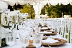 Diner en Blanc NYC guide with info for the exclusive dinner party Black Tie Wedding Guest Dress, Black Tie Wedding Guests, Event Planning Business, Wedding Planning, Kitchen Tea Parties, 2016 Wedding Trends, Wedding Ideas, Outdoor Dinner Parties, Garden Venue
