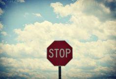 стоп, тучи, небо, дорожный знак