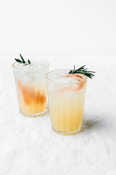 Rosemary, Honey, and Grapefruit Spritzer Cocktails Drinks Alcohol Recipes, Non Alcoholic Drinks, Yummy Drinks, Beverages, Drink Recipes, Easy Cocktails, Summer Cocktails, Cocktail Recipes, Sweet Cocktails